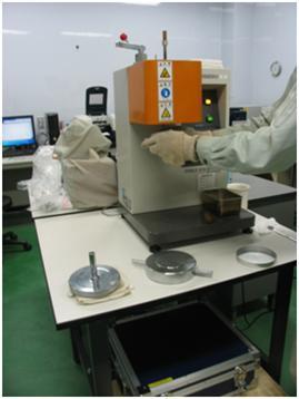 メルトインデクサー測定後の清掃作業