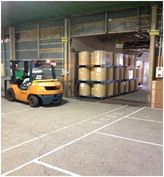 第1倉庫内での原料・製品の運搬作業