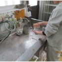 ガラス器具洗浄作業