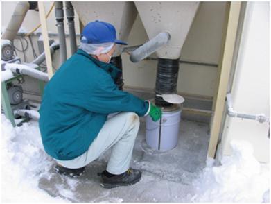 粉体回収機の回収缶交換