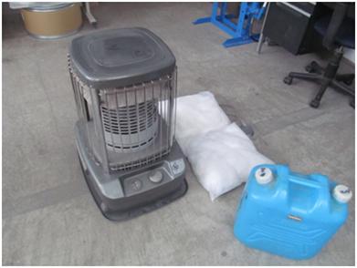 暖房機器への燃料充填作業
