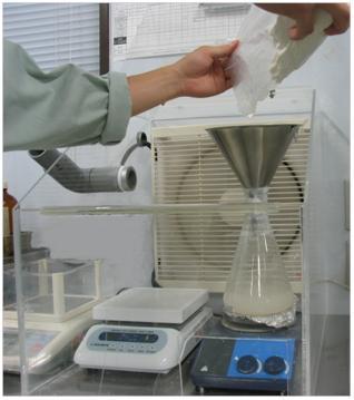 溶剤を加熱して行う異物検査
