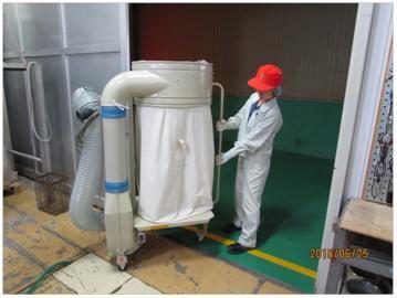 簡易集塵機の運搬作業