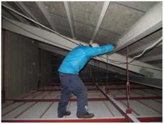 天井裏作業