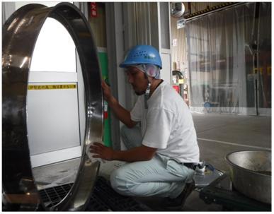MEKを使用しての設備洗浄作業