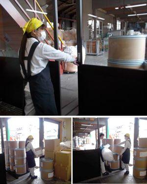 選別室中央扉からの原料搬入作業